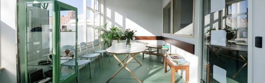 Foto van de wachtkamer van Huisartsencentrum Pniël.