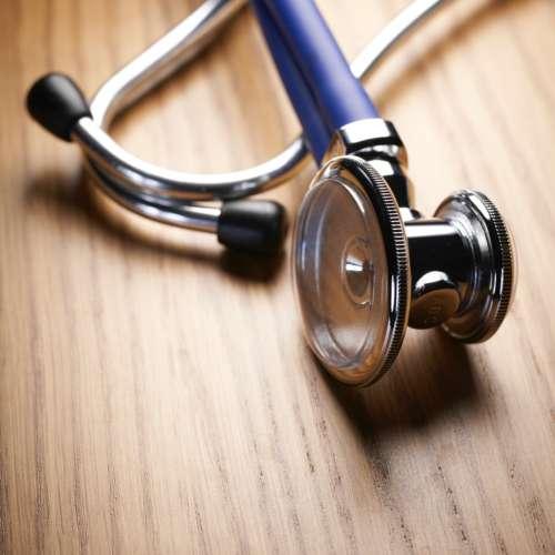Rechtenvrije foto van een stethoscoop via Unsplash van Bill Oxford.
